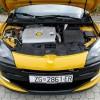 Testirani Mégane R.S. pokreće 2-litreni benzinski turbo motor koji pri 5500 o/min razvija 265 KS, dok mu najveći moment dostiže 360 Nm u rasponu između 3000 i 5000 o/min
