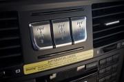 Pritiskom na prekidač u kokpitu Mercedes-Benza G 63 AMG moguće je zaključati prednji, središnji ili stražnji diferencijal, no tu je i upozorenje! (Daimler AG)