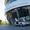 Muzej je zamišljen u obliku dvostruke spirale visoke 47,5 metara i tematski je podijeljen na područje od izuma automobila do kronološki prikazanog najnovijeg modela aktualne povijesti