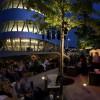Pokraj zgrade mercedesovog muzeja u Stuttgartu nalazi se i Lounge bar