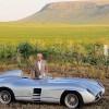 Juan Manuel Fangio s Mercedes-Benzom 300 SLR iz 1955. Automobil je izložen u muzeju u San José de Balcarce-u, u provinciji Buenos Aires, od kuda je rodom i slavni vozač. Fotografija je snimljena 1993.