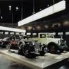 Dieselski junaci! Mercedes-Benz 260 D (W 138, 1936.-1940.) i Lo 2000. Model 260 D bio je prvi dieselskim motorom pokretani osobni automobil, a premijeru je imao na salonu u Berlinu u veljači 1936. Na istom salonu predstavljen je i dieselski Hanomag Rekord, no kako potonji nije bio odmah dostupan za kupnju, titula prvog pripala je Mercedesu