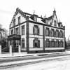 Godine 1906. Carl Benz je osnovao tvrtku C. Benz Söhne u Ladenburgu, zajedno sa svojim sinom. Danas je u tvorničkoj zgradi smješten muzej automobila Dr. Carl Benz, a kuća obitelji Benz u Ladenburgu (na slici) temeljito je restaurirana od strane Daimler-Benza AG, 1985.