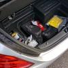 Ispod podnice prtljažnika ima dovoljno mjesta za svu neophodnu i/ili zakonski propisanu opremu. Sustav za popravak pneumatika podrazumijeva i kompresor