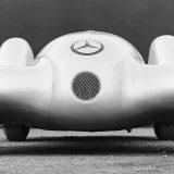 W 154 Rekordwagen iz 1939. pokretao je V12 obujma od 2963 cm3, najveće snage od 468 KS pri 7800 o/min te najvećeg okretnog momenta od 490 Nm pri 5000 o/min