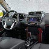 Očekivano, drugi najviši paket opreme Toyote Land Cruiser donosi pravo mnoštvo detalja. Vrhunski paket Premium, rezerviran je isključivo za 5v izvedbu