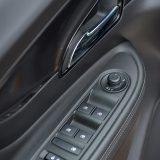 Električno preklapanje vanjskih retrovizora nekome će možda djelovati suvišnim, no zapravo je vrlo praktičan detalj u skučenim garažama