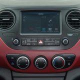 Infotainment sustav s AUX i USB priključcima te Bluetooth povezivošću ima 7-inčni zaslon osjetljiv na dodir