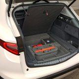Prtljažnik Alfe Stelvio zaprima itekako solidnih 525 dm3. Ispod podnice nalazi se komplet za popravak pneumatika