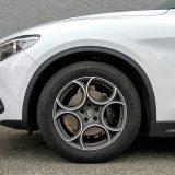 Jedini detalj dodatne opreme na testiranom Stelviu bili su lijevani naplaci od 19 cola s pneumaticima dimenzija 235/55. Serijski su 18-colni kotači