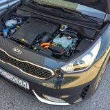 Hibridni pogonski sklop ovog automobila čine atmosferski 1,6-litreni GDI, električni motor te litij-ion polimerne baterije (1,56 kW), kao i 6-stupanjski automatski mjenjač s dvije spojke