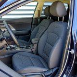 Prednja sjedala su udobna i relativno dobro drže tijela vozača i suvozača pa na duljim putovanjima ne uzrokuju dodatni umor
