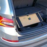 Da šperploča nije izumrla u automobilima dokaz je i ovaj dio podnice prtljažnika :-) Rezervni je kotač smanjenih dimenzija i namijenjen je privremenoj uporabi