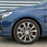 Lijevani naplaci s pneumaticima dimenzija 225/45 R 17 još su jedan detalj serijske opreme paketa Premium Plus