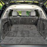 Ovisno o trenutnoj konfiguraciji sjedala, Discovery će ponuditi zapreminu prtljažnika od 258, 1137, odnosno, u slučaju preklapanja drugog reda sjedala, 2406 dm3. Poklopac prtljažnika je električno pomičan, a utovar predmeta će olakšati prilagodljiva visina ovjesa. Pohvalna je i ravna podnica