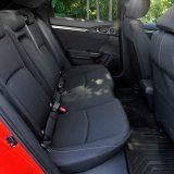 Na stražnjim sjedalima automobila dugog 4518 mm te s međuosovinskim razmakom od raskošnih 2697 mm svoja će koljena bez problema smjestiti i više osobe