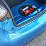 Komplet za popravak pneumatika i nešto nužnog alata smješteni su ispod podnice prtljažnika