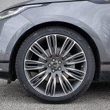 Ovi impresivni 22-colni naplaci, dizajna Style 9007 detalj su s popisa dodatne opreme testiranog Velara. Ipak, presjek pneumatika od /40 čini automobila mrvicu manje udobnim