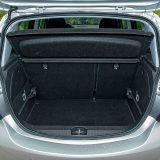 Prtljažnik Corse zaprima 285 dm3 u standardnoj konfiguraciji, odnosno 1120 s potpuno preklopljenim naslonima stražnjih sjedala