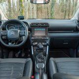 Prostranost u unutrašnjosti Citroëna C3 Aircross doista nije upitna, dakako, uzmemo li u obzir da se radi o automobilu iz B segmenta. Vrlo robusni krovni nosači stvaraju osjetnu buku pri višim brzinama