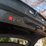 Električno pomična vrata prtljažnika mogu se otvoriti i pokretom noge ispod stražnjeg branika, a visina otvaranja je podesiva
