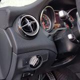 Kod Mercedes-Benza je naglasak na sigurnosti uvijek vidljiv. Zračni jastuk za zaštitu koljena vozača, tako, nikome neće biti na odmet. Aktiviranje svjetala je automatsko, no ugrađena su tek stražnja svjetla za maglu