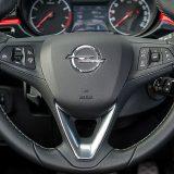 Vozači će cijeniti kožom obloženi višefunkcijski upravljač sa City Mode funkcijom, tempomat s limitatorom…