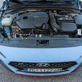 Za razliku od osnovnog modela Sport sa 250 KS, testirani 2.0 T-GDI Performance raspolaže sa 275 KS i 353 Nm okretnog momenta, odnosno 378 u kratkotrajnom, do najviše sedam sekundi dugom overboostu