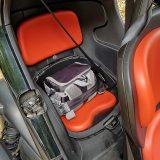 No i stražnje je sjedalo opremljeno sigurnosnim pojasom s tri točke pričvršćenja. Minijaturni, no praktični prtljažnik obujma od 31 dm3 smješten je iza stražnjeg sjedala i moguće ga je zaključati