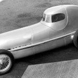 W 25 Stromlinie iz 1934. je pokretao 8-cilindrični redni motor obujma od 3360 cm3 i snage od 430 KS