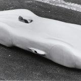 Mercedes-Benz W 125 Rekordwagen iz 1938. imao je karoseriju razvijenu u zračnom tunelu Njemačkog instituta za istraživanje zrakoplovstva što mu je osiguralo koeficijent otpora zraka od 0,157