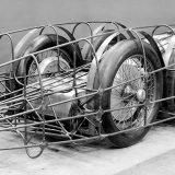 Cijevna konstrukcija postavljena na šasiju modela T 80 nosila je karoseriju, pričvršćenu s osam kopči za brzo otvaranje. Ovaj automobil ima otpor zraka od 0,18