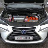 Hibridni pogonski sustav Lexusa NX 300h razvija kombiniranu najveću snagu od 197 KS. Lexus Hybrid Drive je kombiniran sa sustavom pogona na sva četiri kotača E-Four