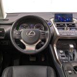 Zahvaljujući neskromnoj količini kožnih obloga, interijer Lexusa NX djeluje doista luksuzno. Ipak, kako bi dostigli europske proizvođače, japanci bi trebali poraditi na detaljima