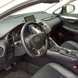Paket opreme Executive smjestio se točno u sredini vrlo bogate ponude Lexusa NX. No, ovom vrhunski opremljenom hibridu gotovo da i ne treba više