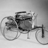 Benz Patent-Motorwagen Nr. 1 svoj je život započeo 29. siječnja 1886, a kao patent prihvaćen je 2. studenog. Bilo je to eksperimentalno vozilo proizvedeno u jednom primjerku