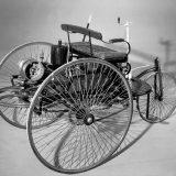 Kako god bilo, Benz Patent-Motorwagen Nr. 1 je prvi automobil s bezstupansjkim mjenjačem :-) Zahvaljujući kočnici, mogao se zaustaviti brže nego li ijedna kočija tog vremena