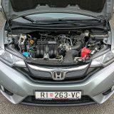 Uz benzinski 4-cilindrični motor obujma od 1,3 litre i najveće snage od 102 KS, Jazz je zadovoljavajuće motoriziran za gradsku vožnju. najveći okretni moment dostiže 123 Nm pri 5000 o/min