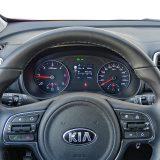 Sve informacije potrebne vozaču nalaze se odmah ispred njega, a putem komandi na upravljaču se upravlja tempomatom, limitatorom, audio sustavom i telefonom