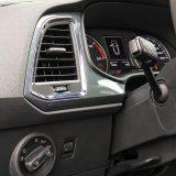 """Zračni jastuk za koljena vozača predstavlja dodatni """"plus"""" u popisu serijske opreme. Prednja svjetla za maglu imaju funkciju osvjetljavanja zavoja"""