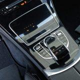 """Touchpad s okruglim prekidačem za upravljanje infotainment sustavom predstavljaju sjajnu """"družinu"""". Jest da Mercedes nije jedini koji koristi touchpad, no njihov je uvjerljivo najbolji"""