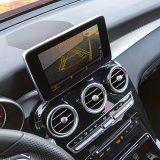 Sustav aktivne pomoći prilikom parkiranja s prednjim parkirnim senzorima i stražnjom kamerom jedan je od mnogobrojnih detalja s podužeg popisa dodatne opreme testiranog GLC-a Coupé
