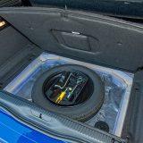Ispod podnice prtljažnika smješten je rezervni kotač te nešto osnovnog alata