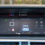 Citroën i dalje njeguje ideju središnje smještenih glavnih instrumenata. Koliko je to praktično, sa strane ergonomije, ostaje nekom drugom temom, no svakako djeluje atraktivno