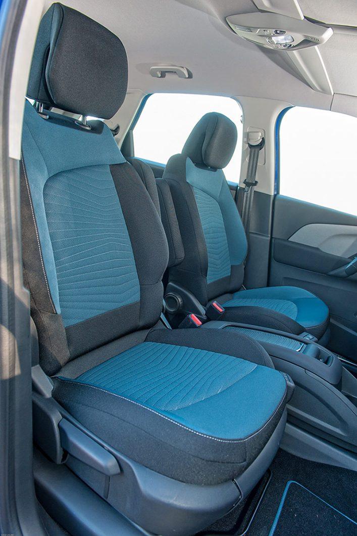 C4 Picasso nudi već uobičajeno mekana prednja sjedala uz zadovoljavajuću razinu ergonomije i dosta visok položaj sjedenja koji jamči dobru preglednost iz vozila