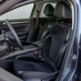 Prednja sjedala (koja inače pružaju solidnu bočnu potporu tijelu) imaju previše mekan naslon