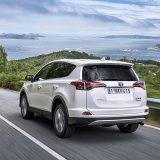 autonet_Toyota_RAV4_Hybrid_2016-02-05_023