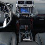 Multimedijalni sustav je opremljen ekranom osjetljiv je na dodir, a navigacijski sustav prepoznaje govorne naredbe