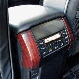 Grijanje stražnjih sjedala u dvije razine jakosti i treća klimatizacijska zona dio su serijske opreme paketa Executive. Tu je i jedna 12V utičnica