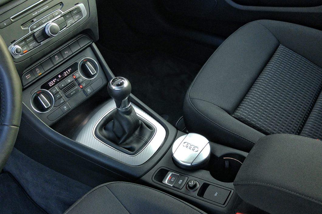 Ručni 6-stupanjski mjenjač se, tipično za Audi, odlikuje ne pretjerano dugim i dosta preciznim hodovima ručice